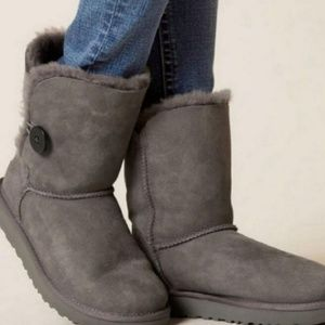 Ugg Classic Short Bailey Button Grey Boots 7